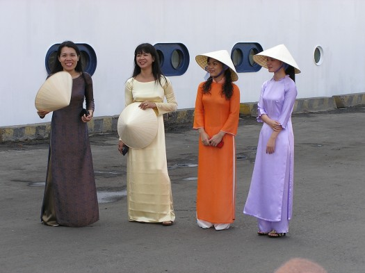 Vietnamese women in Nha Trang, 2006
